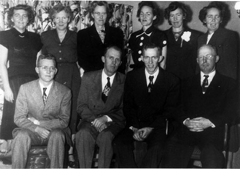 Front row:  George (Bob), Calvin, Donald, Roy  Back row:  Lucille, Dora, Ruth, Lois, Mabel, Zelma