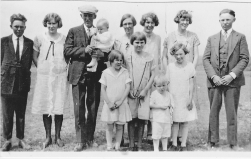 Jean Koefelda thinks this photo is from our FIRST FARIS FAMILY REUNION.  It was taken in the summer of 1926 in honor of